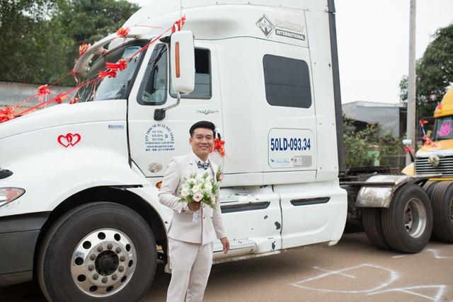 Chú rể Đồng Nai mang 6 container đi đón dâu khiến nhà gái bất ngờ - Ảnh 3.