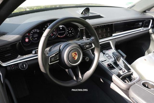 Porsche Panamera facelift lộ nội thất, dùng vô lăng giống 911 - Ảnh 2.