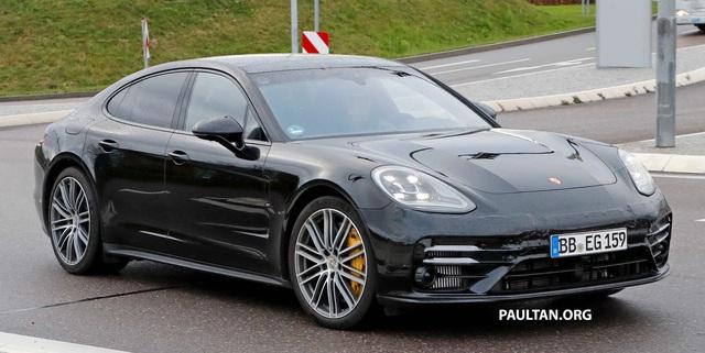 Porsche Panamera facelift lộ nội thất, dùng vô lăng giống 911 - Ảnh 1.