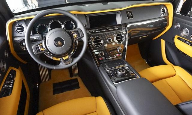 Rolls-Royce Cullinan Black Badge chốt giá hơn 37 tỷ đồng - SUV siêu sang cho đại gia trẻ Việt Nam - Ảnh 3.
