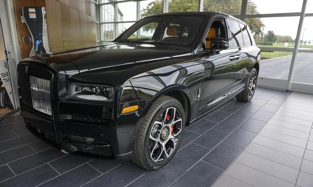 Rolls-Royce Cullinan Black Badge chốt giá hơn 37 tỷ đồng - SUV siêu sang cho đại gia trẻ Việt Nam - Ảnh 1.