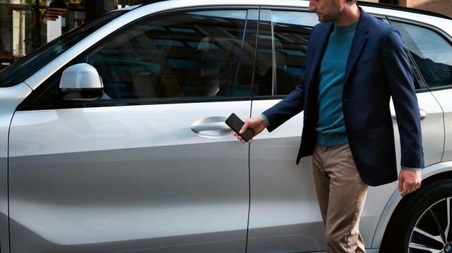 Hàng loạt hãng xe chuẩn bị nâng cấp tính năng mở khoá bằng điện thoại