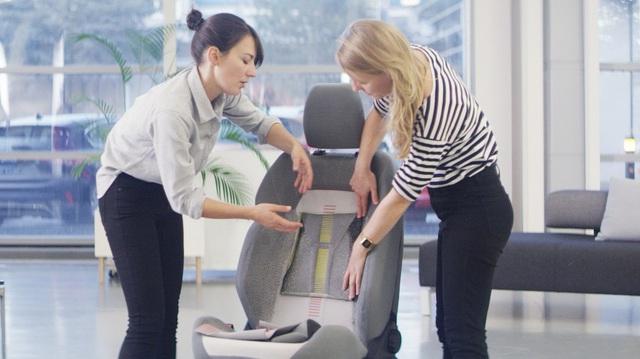Ford trình làng ghế khâu 3D tích hợp khả năng sạc điện thoại