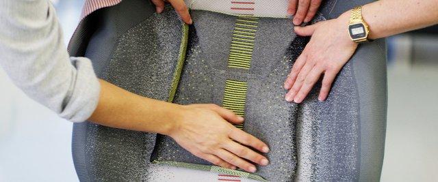 Ford trình làng ghế khâu 3D tích hợp khả năng sạc điện thoại - Ảnh 4.