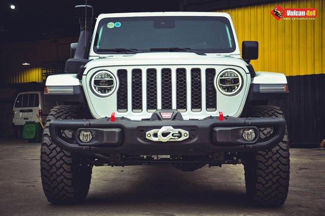 Sau khi bán nhiều siêu xe, ông chủ cà phê Trung Nguyên sắm bán tải Jeep Gladiator hàng hiếm về độ ống thở - Ảnh 3.