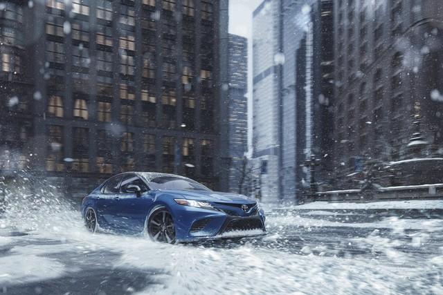 Toyota Camry 2020 chính thức bổ sung bản dẫn động 2 cầu sau 28 năm chờ đợi - Ảnh 1.