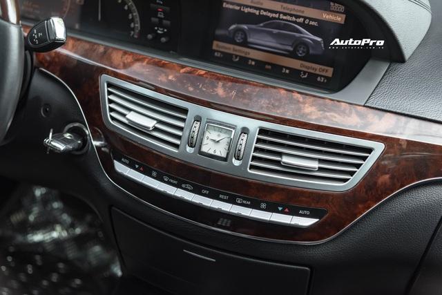 Cảm nhận nhanh Mercedes-Benz S550 13 năm tuổi giá Toyota Vios: Động cơ V8 ngọt ngào khoả lấp khoang nội thất xuống cấp - Ảnh 5.