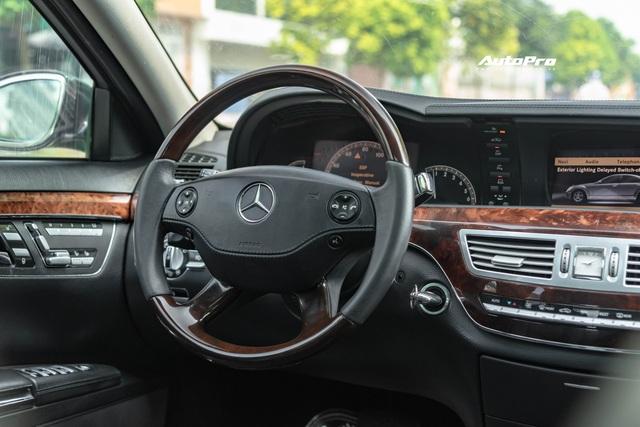 Cảm nhận nhanh Mercedes-Benz S550 13 năm tuổi giá Toyota Vios: Động cơ V8 ngọt ngào khoả lấp khoang nội thất xuống cấp - Ảnh 6.