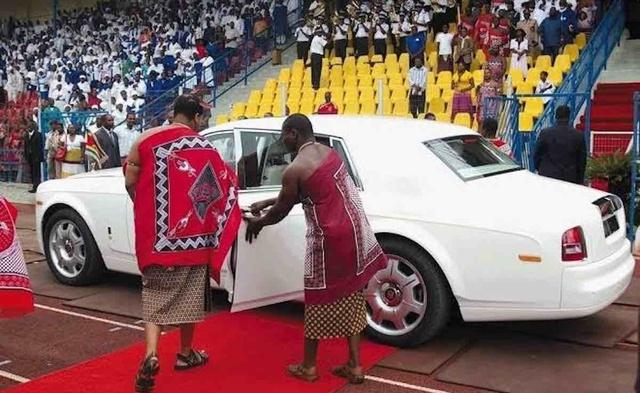 Nhà vua sắm 19 siêu xe Rolls-Royce tặng cho các bà vợ - Ảnh 2.