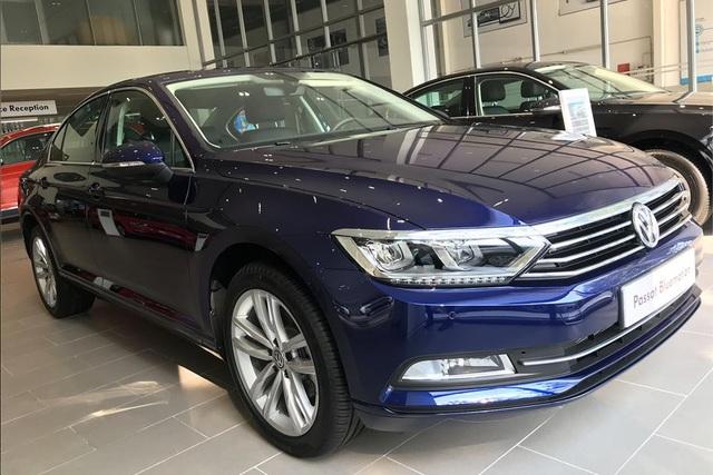 Volkswagen Passat giảm giá rẻ hơn Honda Accord - Xe Đức chơi lớn đấu xe Nhật dịp cuối năm - Ảnh 1.