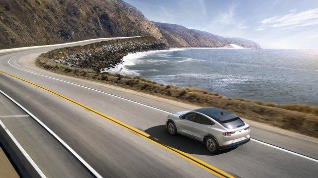 Ra mắt Ford Mustang Mach-E: SUV thuần điện xác Ngựa hoang, hồn Explorer - Ảnh 4.