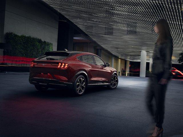 Ra mắt Ford Mustang Mach-E: SUV thuần điện xác Ngựa hoang, hồn Explorer - Ảnh 13.