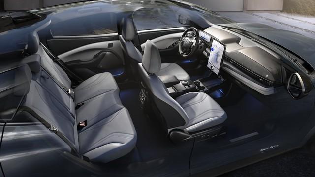 Ra mắt Ford Mustang Mach-E: SUV thuần điện xác Ngựa hoang, hồn Explorer - Ảnh 9.