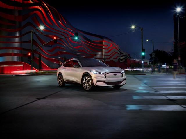 Ra mắt Ford Mustang Mach-E: SUV thuần điện xác Ngựa hoang, hồn Explorer - Ảnh 1.