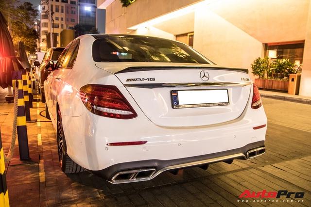 Dam cuoi dai gia Long An quy tu nhieu xe khung chu re mang Mercedes-AMG G 63 Edition 1 tham du