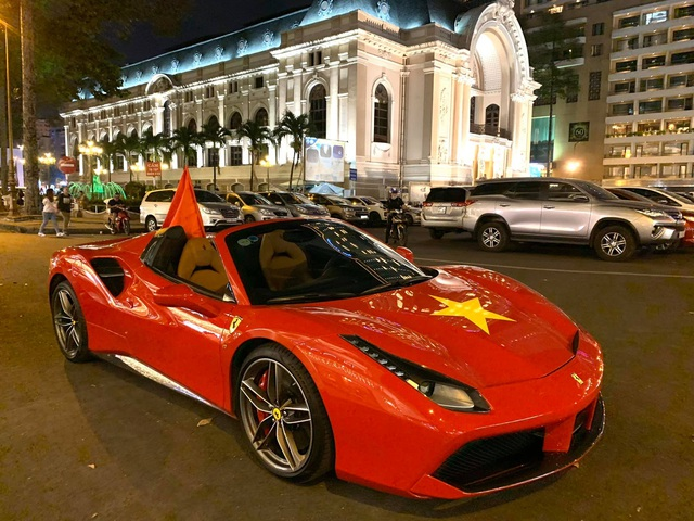 Hội đại gia Sài Gòn mang dàn siêu xe 'đi bão' trong trận Việt Nam - Thái Lan