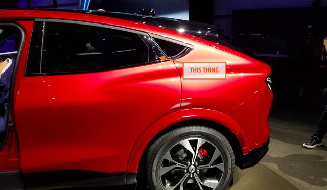 Ford luôn có cách mở cửa xe dị thường và Mustang Mach-E mới không ngoại lệ: Căng mắt tìm nút mở từ ngoài, lẫy mở từ trong - Ảnh 4.