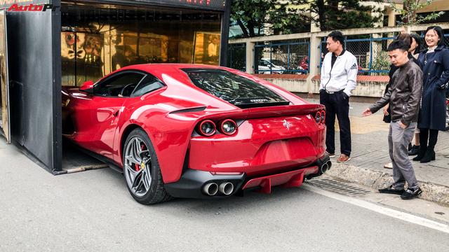 Ferrari 812 Superfast lần đầu được đại gia Hà Nội đưa xuống phố