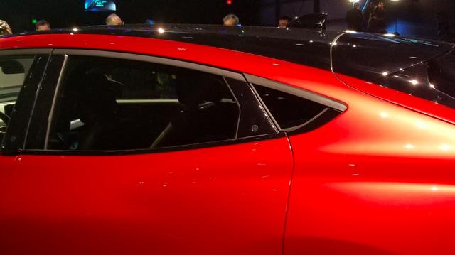 Ford luôn có cách mở cửa xe dị thường và Mustang Mach-E mới không ngoại lệ: Căng mắt tìm nút mở từ ngoài, lẫy mở từ trong