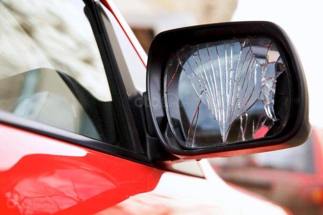 Dấu hiệu cần thay gương cửa ô tô, đảm bảo an toàn người dùng - Ảnh 2.
