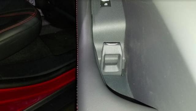 Ford luôn có cách mở cửa xe dị thường và Mustang Mach-E mới không ngoại lệ: Căng mắt tìm nút mở từ ngoài, lẫy mở từ trong - Ảnh 8.