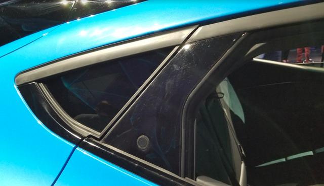Ford luôn có cách mở cửa xe dị thường và Mustang Mach-E mới không ngoại lệ: Căng mắt tìm nút mở từ ngoài, lẫy mở từ trong - Ảnh 2.
