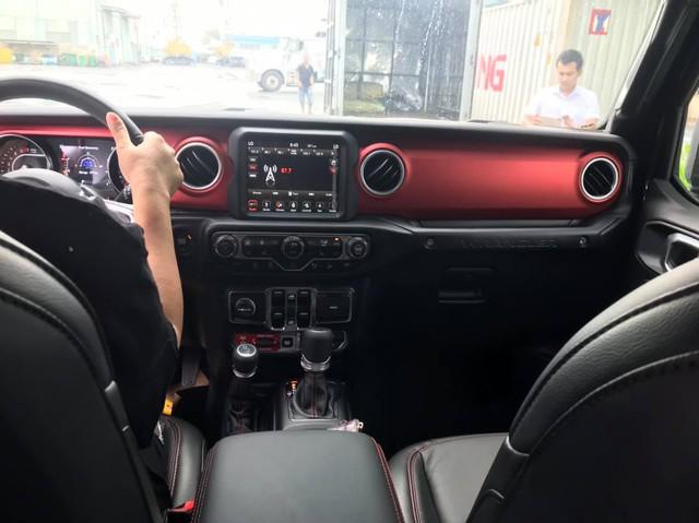 Cặp đôi Jeep Wrangler Rubicon 2019 đầu tiên về Việt Nam, giá khoảng 4 tỷ đồng - Ảnh 9.