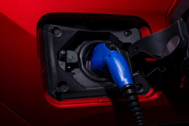 Ra mắt Toyota RAV4 mới: Mạnh nhất nhưng tiết kiệm nhiên liệu nhất, chỉ 2,6L/100km - Ảnh 8.