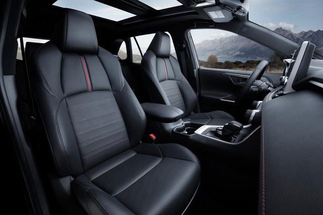 Ra mắt Toyota RAV4 mới: Mạnh nhất nhưng tiết kiệm nhiên liệu nhất, chỉ 2,6L/100km - Ảnh 14.