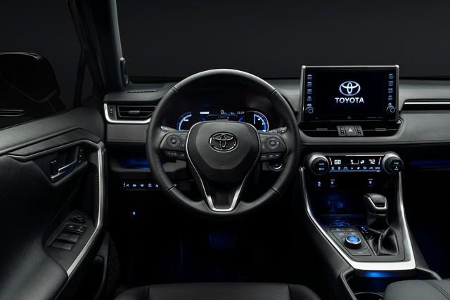Ra mắt Toyota RAV4 mới: Mạnh nhất nhưng tiết kiệm nhiên liệu nhất, chỉ 2,6L/100km - Ảnh 10.