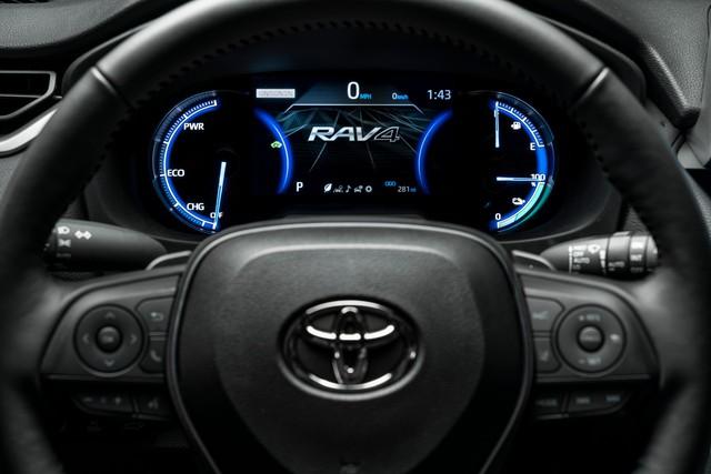 Ra mắt Toyota RAV4 mới: Mạnh nhất nhưng tiết kiệm nhiên liệu nhất, chỉ 2,6L/100km - Ảnh 11.