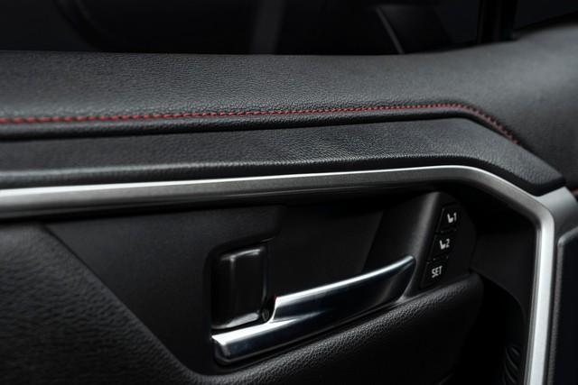 Ra mắt Toyota RAV4 mới: Mạnh nhất nhưng tiết kiệm nhiên liệu nhất, chỉ 2,6L/100km - Ảnh 13.