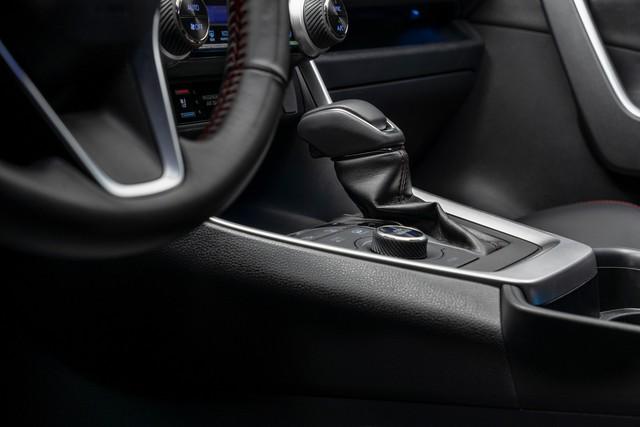 Ra mắt Toyota RAV4 mới: Mạnh nhất nhưng tiết kiệm nhiên liệu nhất, chỉ 2,6L/100km - Ảnh 12.