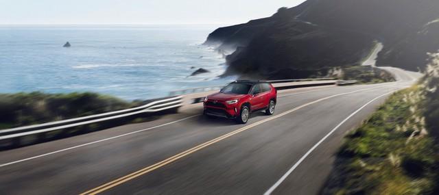 Ra mắt Toyota RAV4 mới: Mạnh nhất nhưng tiết kiệm nhiên liệu nhất, chỉ 2,6L/100km - Ảnh 3.