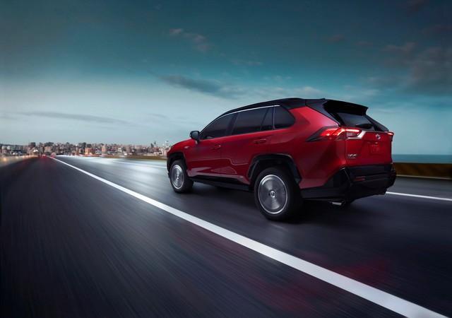 Ra mắt Toyota RAV4 mới: Mạnh nhất nhưng tiết kiệm nhiên liệu nhất, chỉ 2,6L/100km - Ảnh 2.