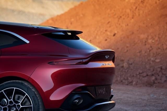 Aston Martin DBX 2020 - Đối thủ mới của Lamborghini Urus, Bentley Bentayga chính thức ra mắt - Ảnh 3.