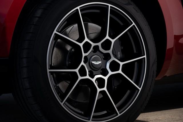 Aston Martin DBX 2020 - Đối thủ mới của Lamborghini Urus, Bentley Bentayga chính thức ra mắt - Ảnh 17.