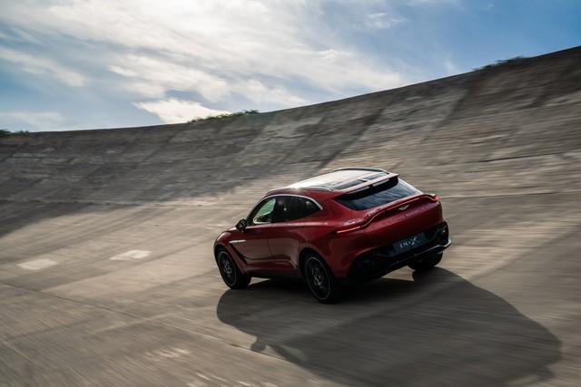 Aston Martin DBX 2020 - Đối thủ mới của Lamborghini Urus, Bentley Bentayga chính thức ra mắt - Ảnh 15.