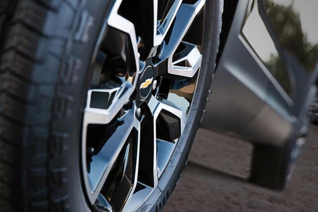 Ra mắt Chevrolet Trailblazer mới: Rẻ hơn cả Trax, gây sức ép tới Toyota Fortuner - Ảnh 6.