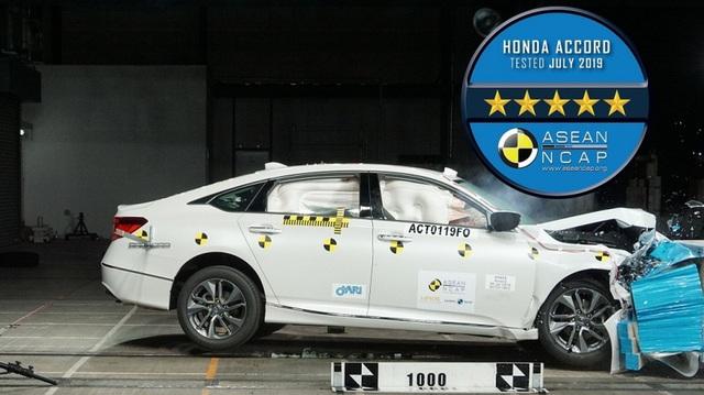 Honda Accord vượt điểm an toàn so với Toyota Camry nhưng riêng mục này lại kém đối thủ