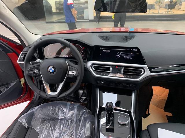 Cận cảnh lô BMW 330i Sport Line đầu tiên về Việt Nam - phiên bản 'giá rẻ' đấu Mercedes-Benz C 300 AMG - Ảnh 6.
