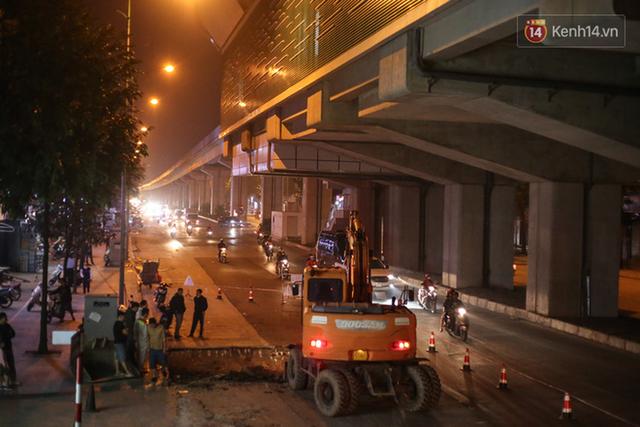 """Công nhân Hà Nội """"trắng đêm"""" cải tạo, sửa chữa trục đường Trần Phú – Quang Trung - Ảnh 2."""