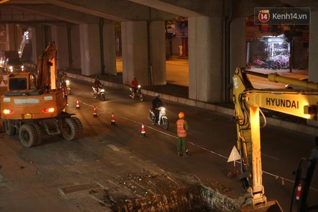 """Công nhân Hà Nội """"trắng đêm"""" cải tạo, sửa chữa trục đường Trần Phú – Quang Trung - Ảnh 6."""