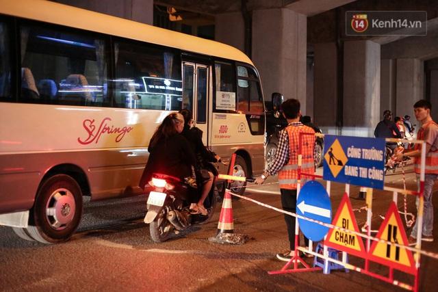 """Công nhân Hà Nội """"trắng đêm"""" cải tạo, sửa chữa trục đường Trần Phú – Quang Trung - Ảnh 8."""