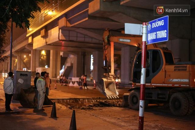 """Công nhân Hà Nội """"trắng đêm"""" cải tạo, sửa chữa trục đường Trần Phú – Quang Trung - Ảnh 10."""