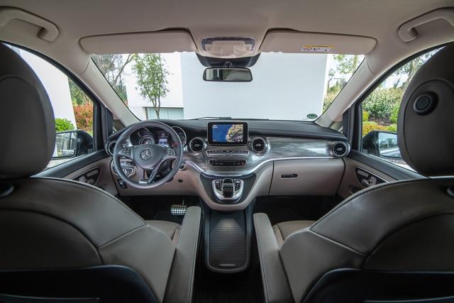 Mercedes-Benz giới thiệu V-Class 2020 tại Việt Nam: Có ghế thương gia, tủ lạnh, giá từ 2,579 tỷ đồng - Ảnh 3.