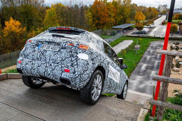 Mercedes-Benz nói gì, làm gì với GLA sắp ra mắt để khác biệt với GLB? - Ảnh 1.