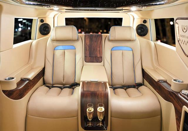 Thợ Việt lột xác nội thất Ford Tourneo với hơn 800 triệu đồng, lấy cảm hứng từ Rolls-Royce Cullinan - Ảnh 3.