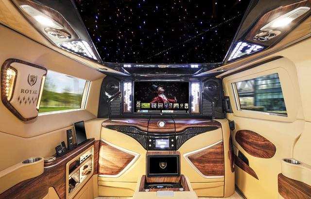 Thợ Việt lột xác nội thất Ford Tourneo với hơn 800 triệu đồng, lấy cảm hứng từ Rolls-Royce Cullinan - Ảnh 5.