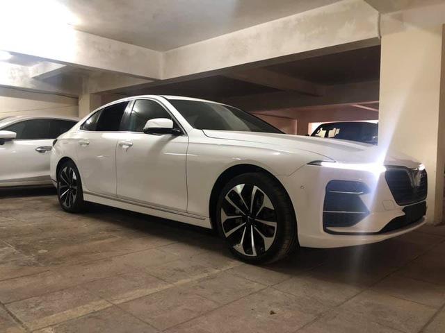 Mới nhận xe 4 ngày, chủ nhân VinFast Lux A2.0 đã bán lại với giá hơn 1,2 tỷ đồng - Ảnh 1.